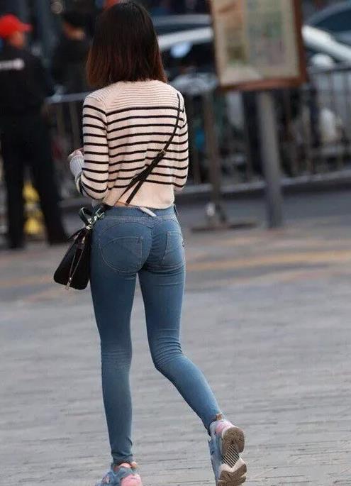 大屁股美女:街拍臀部丰满的美女(图)