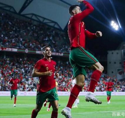 C罗戴帽助葡萄牙5-0大胜