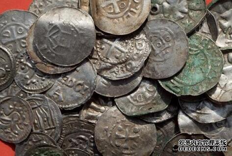 13岁男孩挖到中世纪丹麦国王宝藏