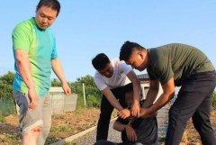 山东:围捕逃犯后,警察遍体鳞伤(图)
